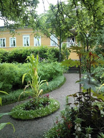 The Runeberg Home: Garden of the museum
