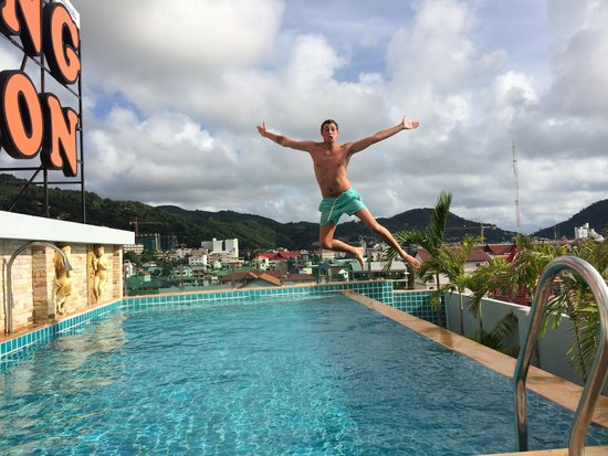 Patong Mansion Hotel : Roof top pool