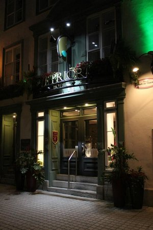 Hotel Le Priori: Hotel at night