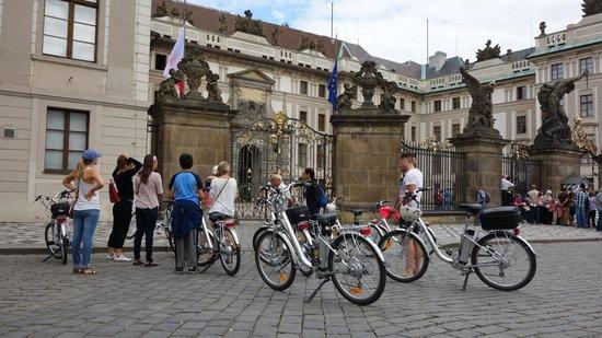 Premier Prague Tours: at the palace