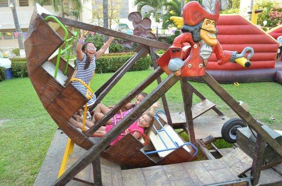 Sands Acapulco Hotel & Bungalows: Parque Infantil Juego Canoa
