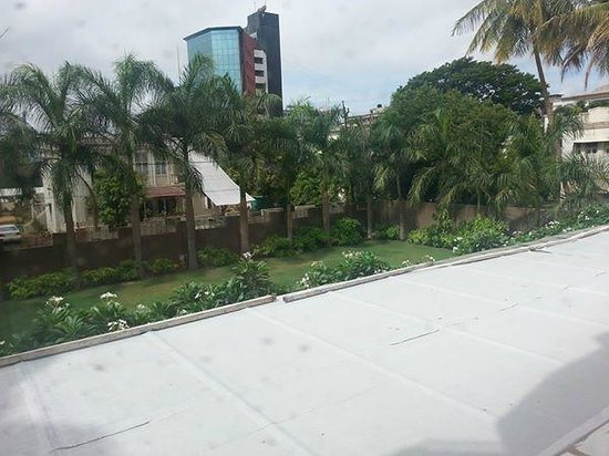 Hotel Express Residency : Beautiful garden view from my room, expect complete silence at night