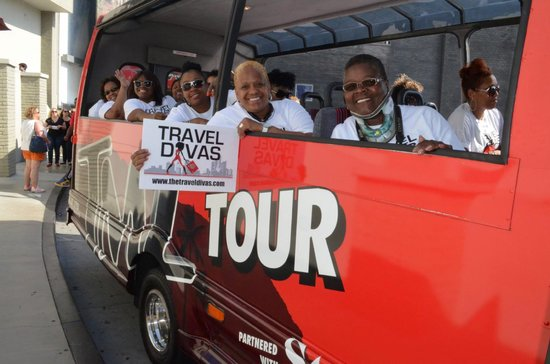 Bus picture of tmz celebrity tour los angeles tripadvisor for Tmz tours in los angeles