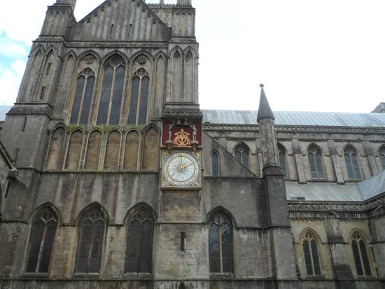 Wells Cathedral: clock at wells