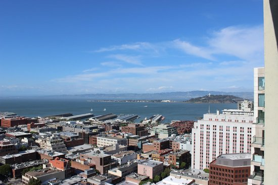 Hilton San Francisco Financial District: Embarcadero and Bay from our room
