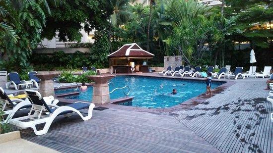 Centara Grand at Central Plaza Ladprao Bangkok : Swimming Pool