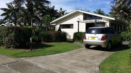 Tau Gardens: Ikes Cottage & inclusive rental car