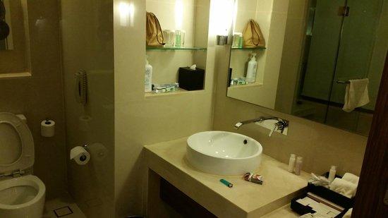 Centara Grand at Central Plaza Ladprao Bangkok: Bathroom in Deluxe Room