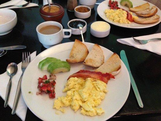 El Albergue Ollantaytambo: hearty breakfast