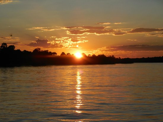 Victoria Falls Rest Camp & Lodges: Zambezi sunset Cruise