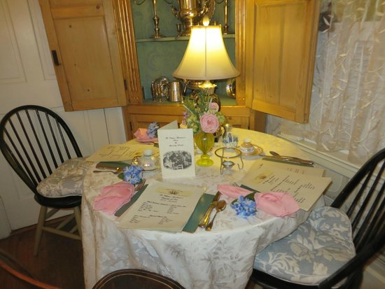 Clipper Merchant Tea House: This was our table