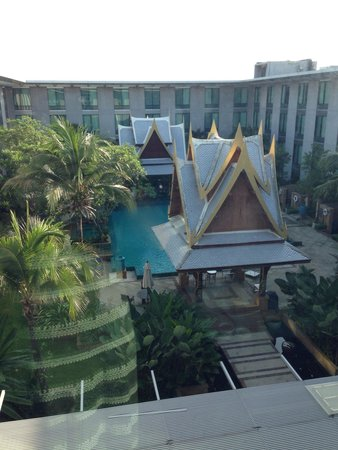 Novotel Bangkok Suvarnabhumi Airport: The pool looks very nice!