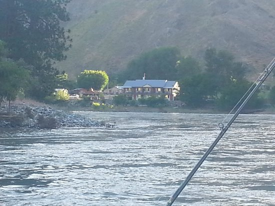 Lucile, ID: River view of the Steelhead Inn
