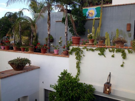 Casa Quetzal Hotel: Lots of areas to explore in this hotel!