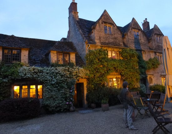 The Cotswold Plough Hotel & Restaurant: The hotel at night