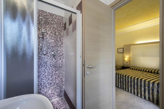 Hotel Hollywood: Bagno camera superior
