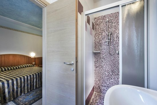 Hotel Hollywood: Bagno camera superior