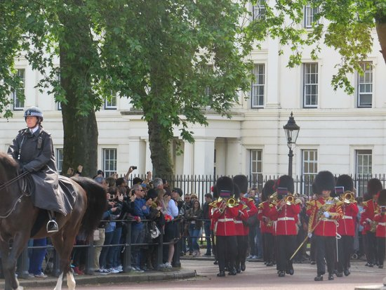 Buckingham Palace: the ceremonial guards
