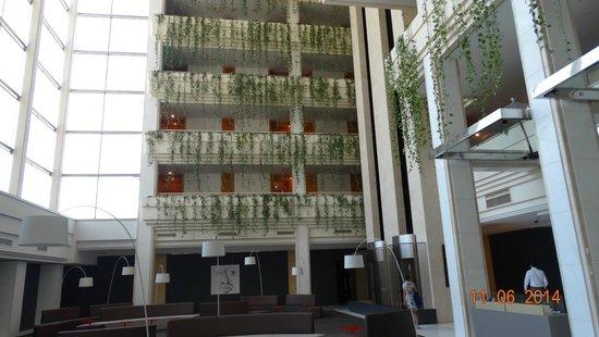 Melia Sitges: vista interior hotel