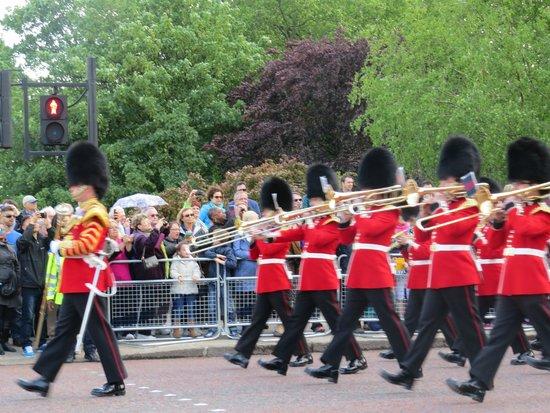 Buckingham Palace: the parade