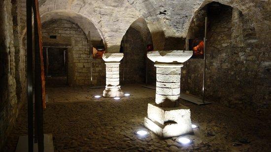 Prague Underground Tours: old roman arches