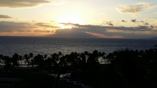 Grand Wailea - A Waldorf Astoria Resort : Sunset from the balcony