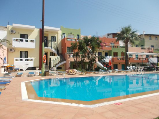 Sarpidon Apartments: pool area