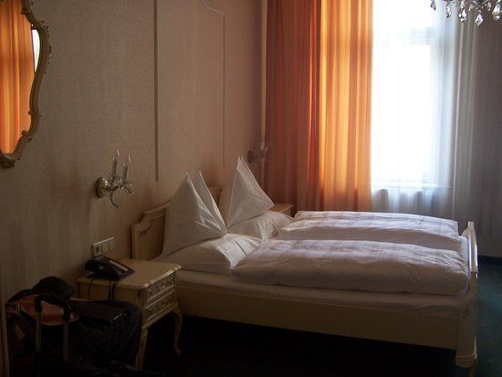 Hotel-Pension Baronesse: 2 out of 3 beds
