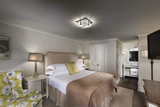 200 Main: Standard Guestroom