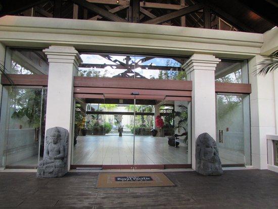 Loews Royal Pacific Resort at Universal Orlando: Entrance