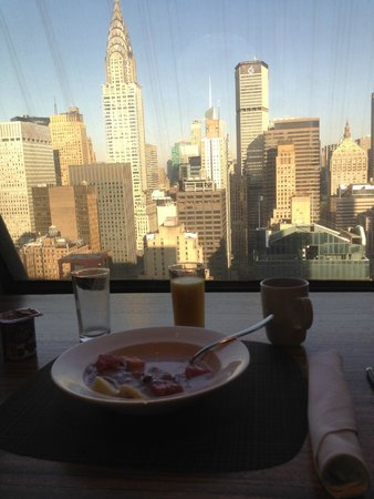 The Towers at Lotte New York Palace : Sky Club im 30 Stockwerk, Breakfast