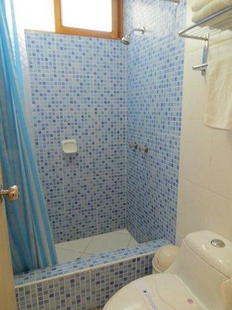 Hotel Emancipador: Room 206 bathroom