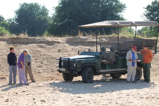 Marula Lodge: Game viewing truck