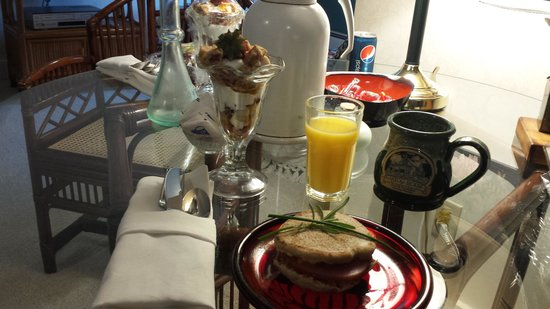 Astor House: Breakfast on our room