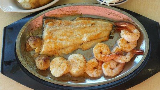 Fisherman's Wharf Restaurant: Captain Malc's Broiled Platter