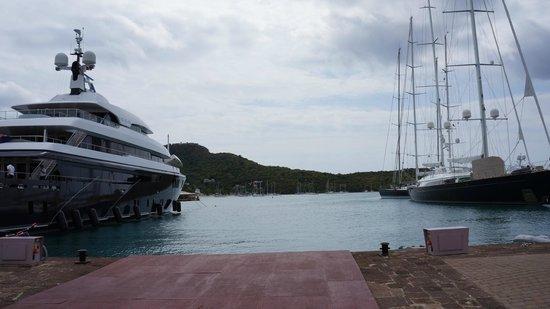 Nelson's Dockyard : яхты пришвартованные в гавани