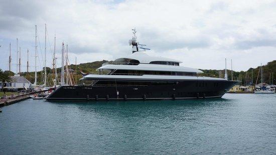 Nelson's Dockyard: яхты пришвартованные в гавани