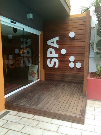 FERGUS Style Plaza Paris Spa: Entrance to the gym and spa