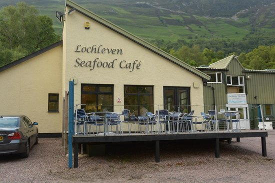 LochLeven Seafood Cafe: Front of restaurant for parking area