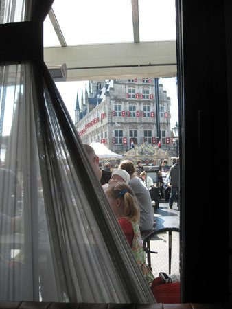 Brasserie Bar de Zalm : Direct view to the Town Hall