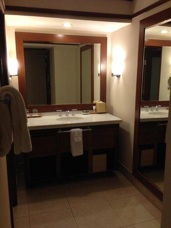 Wailea Beach Resort – Marriott, Maui: the vanity