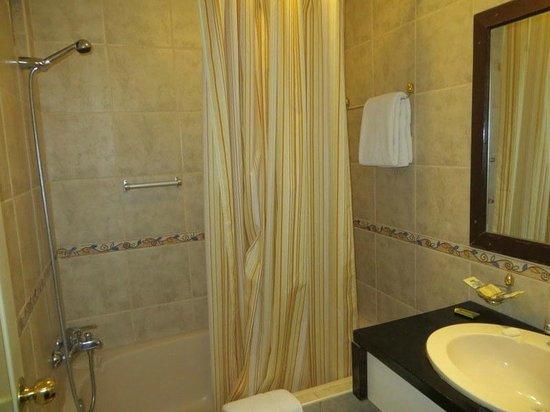 Hotel Taypikala Cusco : room 304 bathroom