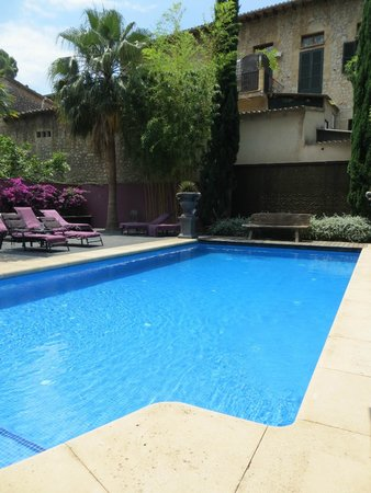 Hotel L'Avenida: lovely clean pool