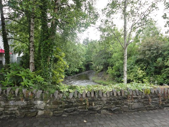 Brook Lane Hotel: You cross over this little bridge, make a right and follow the path up to the hotel/restaurant.
