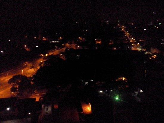 Salvatti Cataratas Hotel: Vista do quarto em que fiquei (1209) à noite.