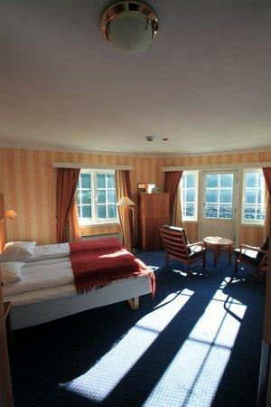 Quality Hotel Voeringfoss: Zeer ruime kamer, met een tuindeur.