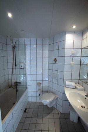 Quality Hotel Voeringfoss: Badkamer is niet heel bijzonder, wel schoon.