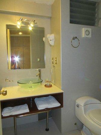 Taypikala Hotel Machupicchu: room 103 bathroom