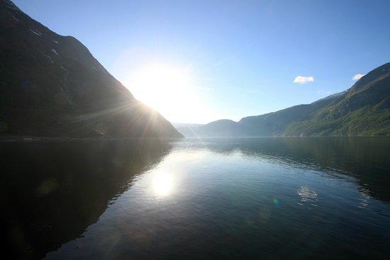Quality Hotel Voeringfoss: Eidfjord vanaf de steiger voor het hotel