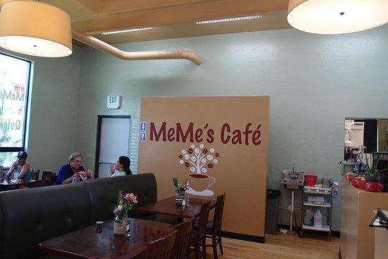 MeMe's Cafe : Inside the Restaurant